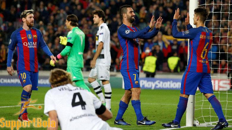 Arda Turan Hat-trick, Barcelona Kalahkan Gladbach 4-0