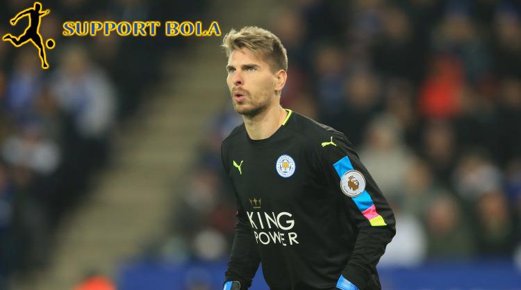 Sang Kiper Leicester Ini Tidak Ingin Terdegradasi Kembali