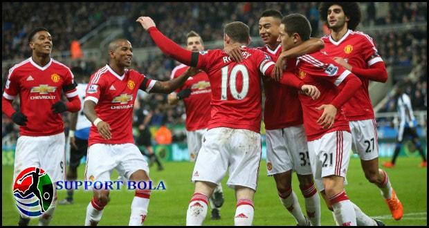 Zlatan Ibrahimovic Kembali Mencetak Gol, Manchester United Mulai Membaik