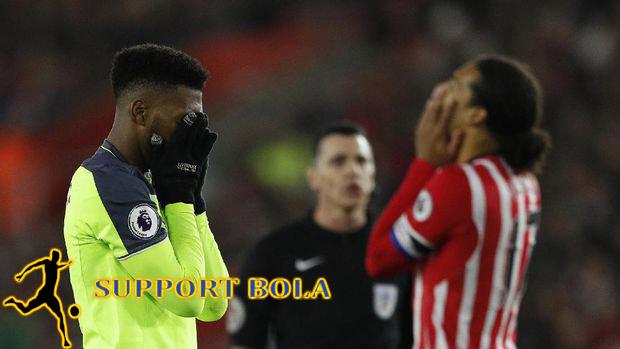 """Akan Lawan """"Setan Merah"""" Liverpool Malah Tumbang"""