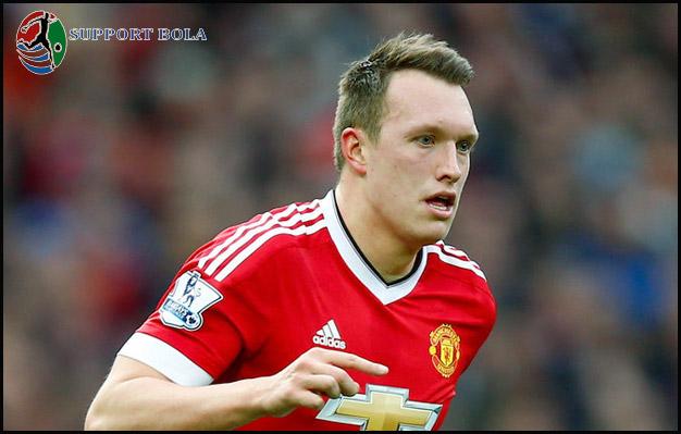 Menurut Phil Jones, Juara FA Tidak Cukup Bagus Untuk Manchester United