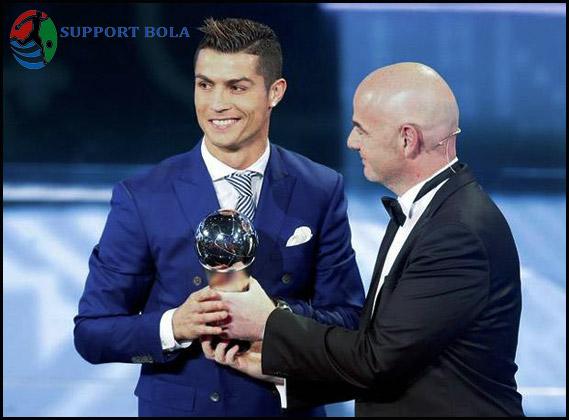 Pemain Yang Tidak Memilih Ronaldo Dan Messi Dalam Best FIFA