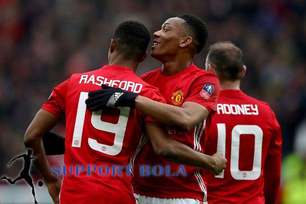 Rashford Berhasil Mencatatkan 2 Gol, Man United Singkirkan Reading