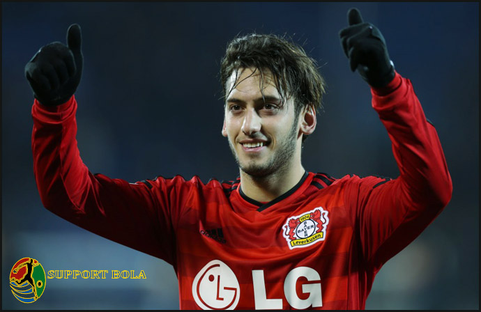 Absen 4 Bulan, Hakan Calhanoglu Sudah Merugikan Bayer Leverkusen