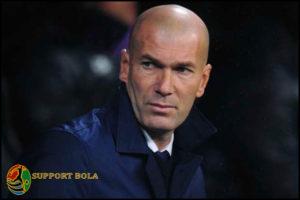 Ditarik Keluar Oleh Zinedine Zidane, Ronaldo marah Dan Tidak Terima