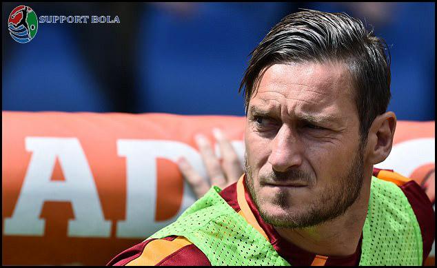 Francesco Totti Pensiun, AS Roma Segera Cari Dua Striker Baru