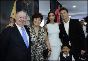 Sambil Tertawa, Cristiano Ronaldo Sebut Ingin Punya Kesebelasan