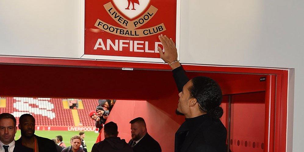Van Dijk Tak Sabar Main di Anfield